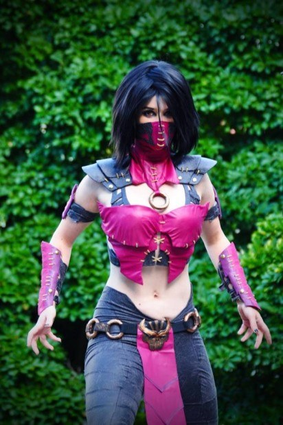 Cosplay Mileena from Mortal Kombat X 3