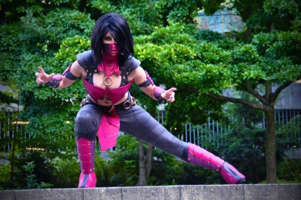 Cosplay Mileena from Mortal Kombat X