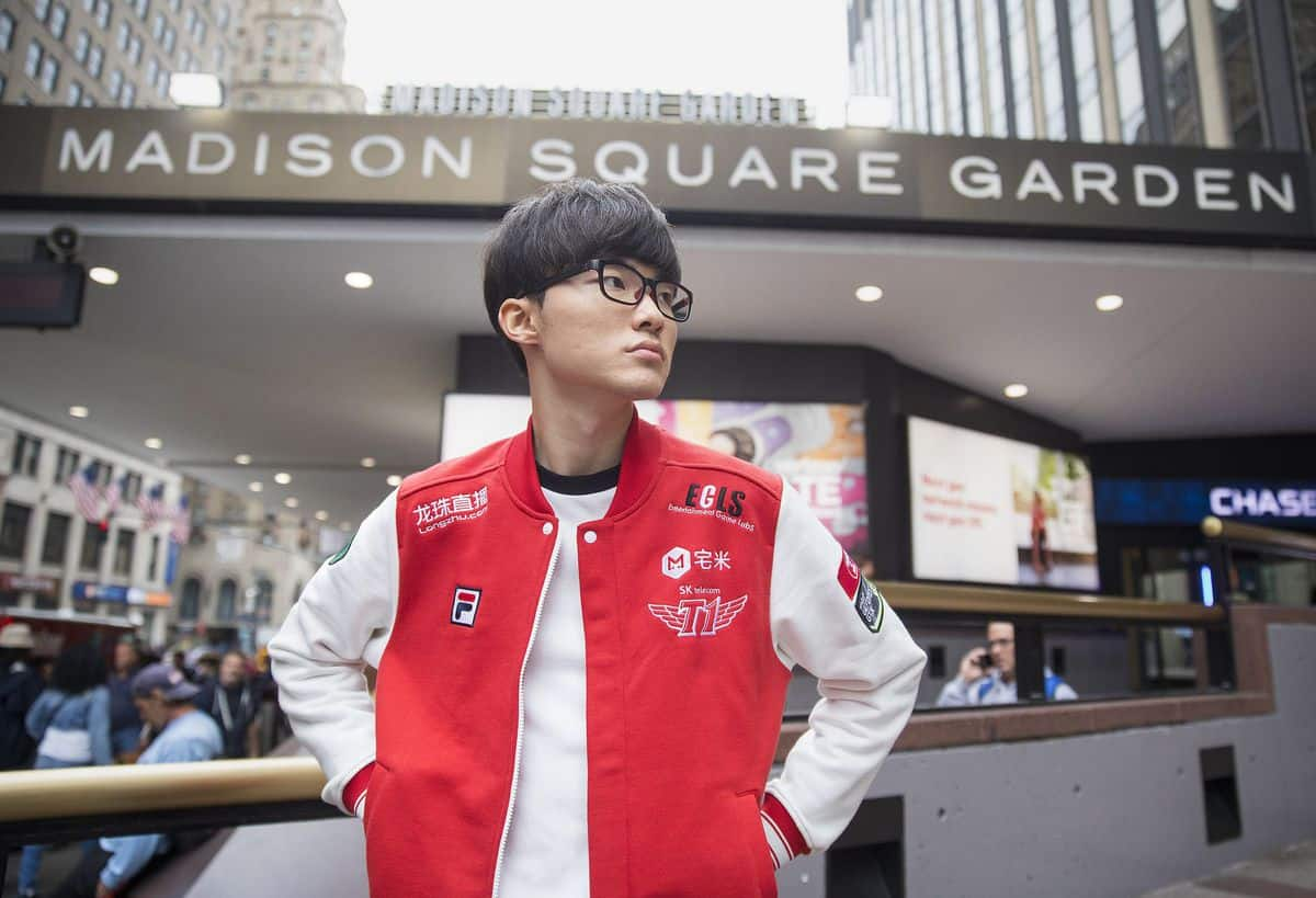 "Faker Wins ""Best Esports Player"" at The Game Awards 2017"